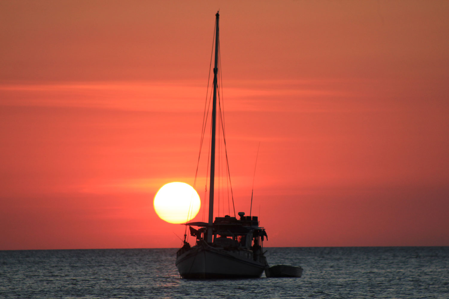 Sri Noa Noa cruising into another glorious indian ocean sunset